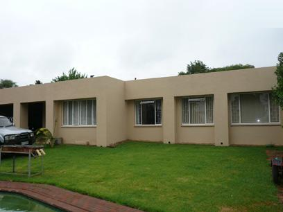 4 Bedroom House For Sale in Rooihuiskraal - Home Sell - MR03199