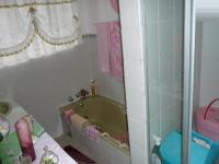 Bathroom 1 - 7 square meters of property in Doringkloof