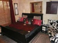 Main Bedroom - 18 square meters of property in Faerie Glen