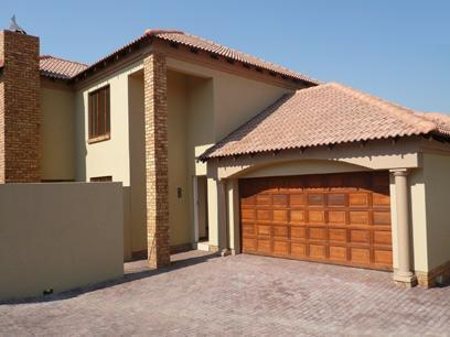 3 Bedroom House for Sale For Sale in Silver Lakes Golf Estate - Home Sell - MR03258