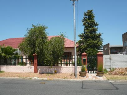 2 Bedroom House for Sale For Sale in Somerset West - Private Sale - MR03311
