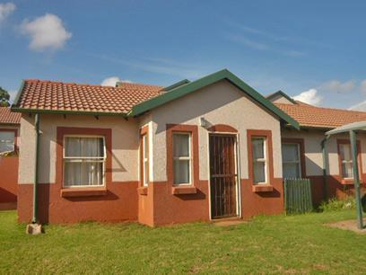 2 Bedroom Simplex for Sale For Sale in Weltevreden Park - Home Sell - MR03337