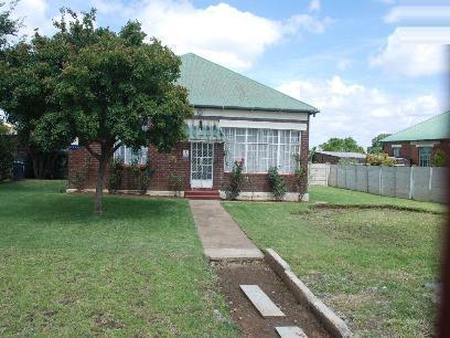 Standard Bank EasySell House for Sale For Sale in Krugersdorp - MR033515
