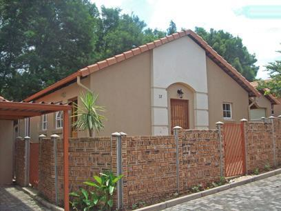 2 Bedroom Cluster For Sale in Radiokop - Home Sell - MR03455