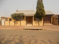 4 Bedroom 2 Bathroom in Lenasia
