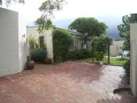 3 Bedroom 1 Bathroom in Cape Town Centre