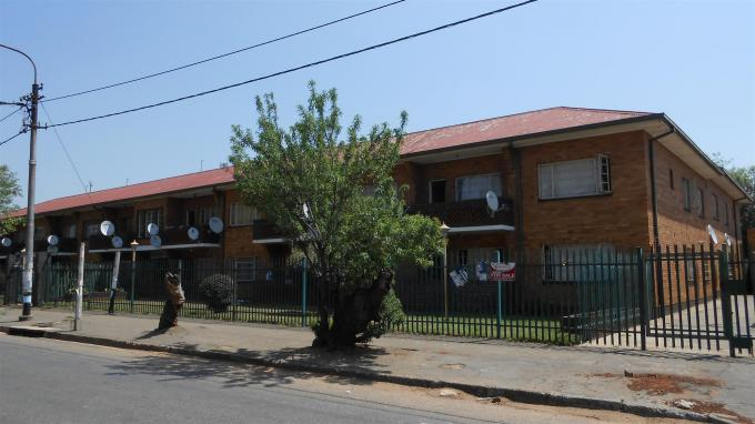Standard Bank Insolvent 2 Bedroom Sectional Title on online auction in Germiston - MR036688