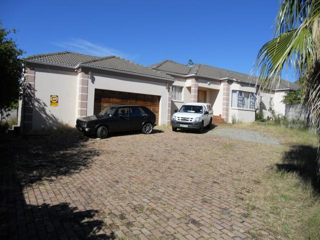 Standard Bank Repossessed 5 Bedroom House on online auction in Beacon Bay - MR036691