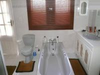 Main Bathroom - 14 square meters of property in Wierdapark
