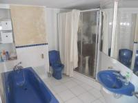Main Bathroom - 9 square meters of property in Clifton