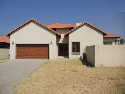 Standard Bank Repossessed 3 Bedroom House on online auction in Silver Lakes Estate - MR037406