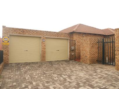 3 Bedroom Cluster For Sale in Kempton Park - Home Sell - MR037576