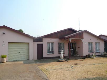 Standard Bank EasySell 3 Bedroom House For Sale in Wilkoppies - MR038144