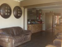Lounges - 28 square meters of property in Kloofendal