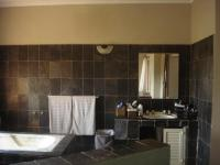 Bathroom 2 - 4 square meters of property in Kloofendal