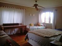 Main Bedroom - 30 square meters of property in Kloofendal