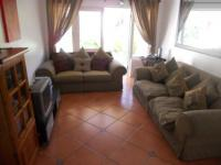 Lounges - 14 square meters of property in Bergvliet