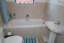Bathroom 1 - 5 square meters of property in Brackenfell