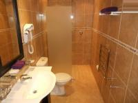 Bathroom 2 - 2 square meters of property in West Beach