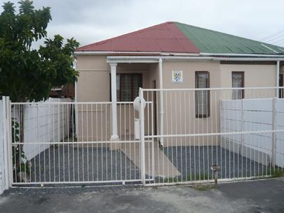 2 Bedroom House for Sale For Sale in Parow Central - Private Sale - MR04241