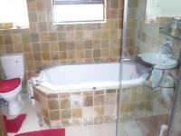 Bathroom 1 - 5 square meters of property in Kraaifontein