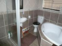 Main Bathroom - 5 square meters of property in Thatchfields