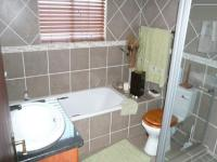 Bathroom 1 - 5 square meters of property in Thatchfields