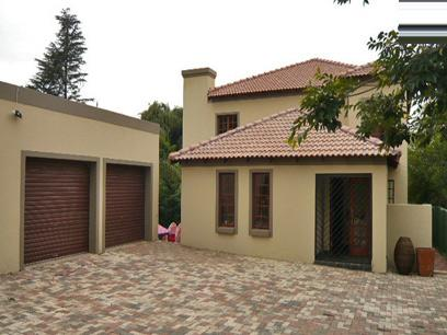 4 Bedroom House For Sale in Northcliff - Private Sale - MR04320