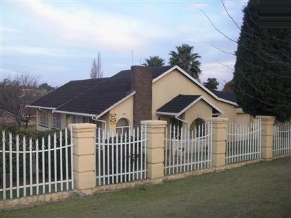 3 Bedroom House To Rent in Roodepoort - Private Rental - MR04373