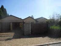 3 Bedroom 2 Bathroom in Birchleigh North