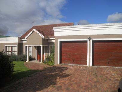 Absa HelpUSell Property 3 Bedroom House For Sale in Durbanville   - MR047988