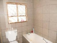 Bathroom 1 - 5 square meters of property in Symhurst