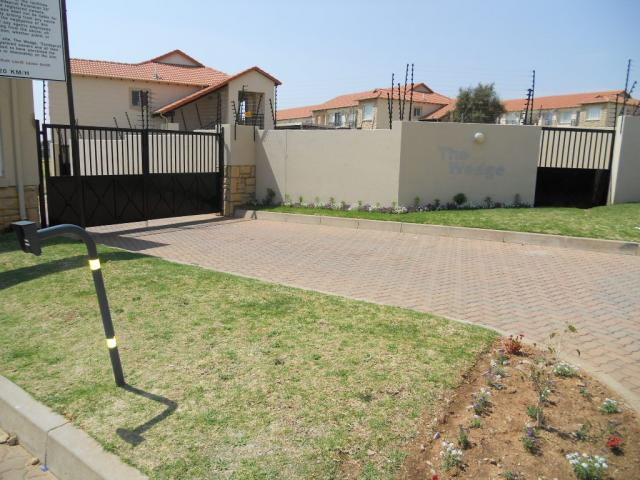 Standard Bank Repossessed 3 Bedroom Sectional Title for Sale on online auction in Zandspruit - MR050266