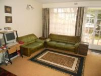 Lounges - 20 square meters of property in Windsor