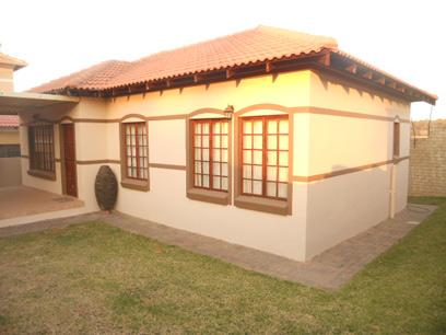 3 Bedroom Cluster for Sale For Sale in Fourways - Private Sale - MR050833