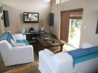 Lounges - 23 square meters of property in Edgemead