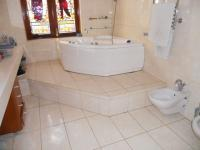 Main Bathroom - 10 square meters of property in Rondebosch