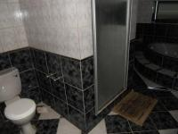 Main Bathroom - 14 square meters of property in Oudtshoorn