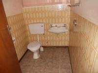 Bathroom 3+ - 3 square meters of property in Oudtshoorn