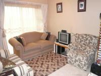 Lounges - 18 square meters of property in Rooihuiskraal