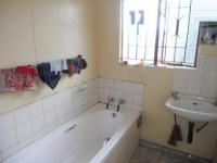 Main Bathroom - 3 square meters of property in Ennerdale