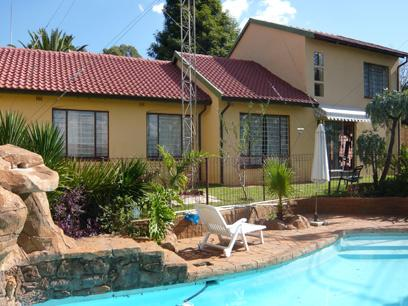 4 Bedroom House for Sale For Sale in Weltevreden Park - Private Sale - MR05224