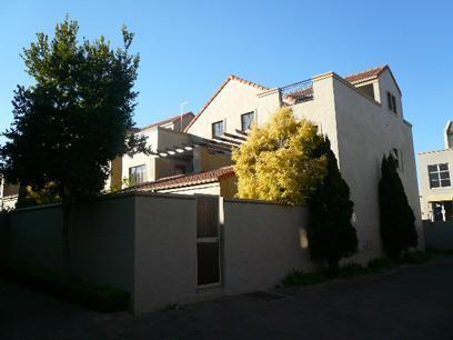 2 Bedroom Duplex For Sale in Sunninghill - Private Sale - MR052644