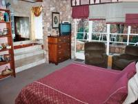 Main Bedroom - 25 square meters of property in Baviaanspoort