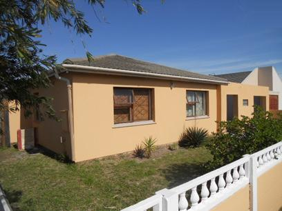 Standard Bank EasySell 4 Bedroom House For Sale in Grassy Park - MR054743