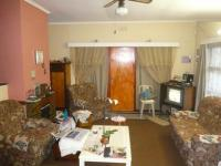 Lounges - 22 square meters of property in Kraaifontein