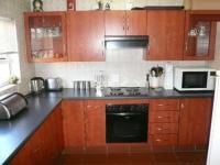 Kitchen - 11 square meters of property in Magalieskruin