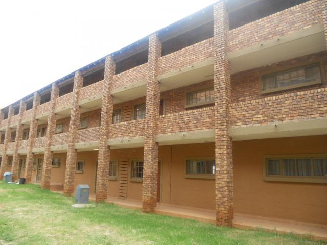 Standard Bank Repossessed 2 Bedroom Sectional Title for Sale on online auction in Clarina - MR056969