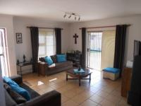 Lounges - 17 square meters of property in Kraaifontein
