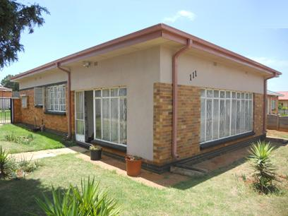 Standard Bank EasySell 3 Bedroom House for Sale For Sale in Florida - MR057697